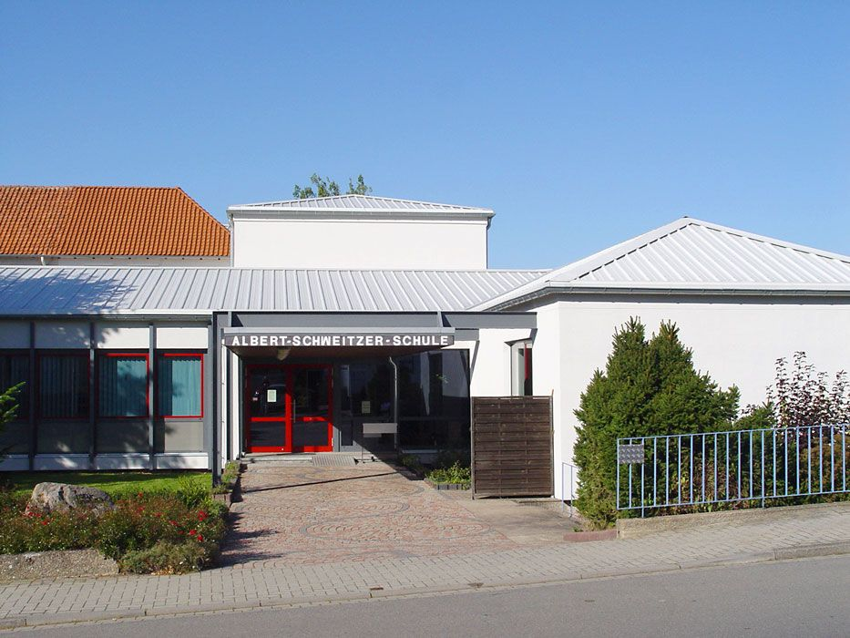 Henke Dachdecker - Dacheindeckung mit Sandwitch-Dachelementen (Thermodach) in Lauenau (Landkreis Schaumburg-Lippe)
