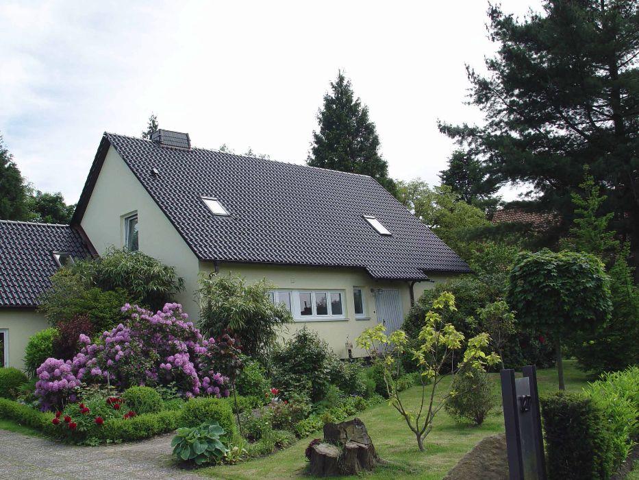 Henke Dachdecker - Steildacheindeckung mit Tondachziegeln in Nienstädt bei Stadthagen (Landkreis Schaumburg-Lippe)
