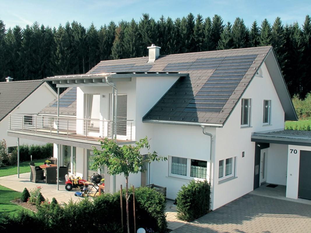 Henke Dachdecker für Stadthagen - Nachhaltig und umweltbewusst bauen: Moderne Dacheindeckungen punkten mit ökologischen Vorteilen bereits in der Produktion.