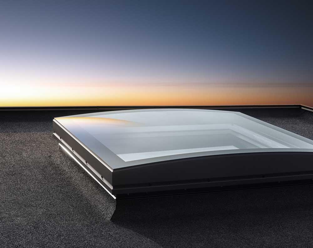 Henke Dachdecker für Stadthagen - Die Neuerfindung des Flachdach-Fensters Elegante Tageslichtlösung für flache und flachgeneigte Dächer verbindet die Ansprüche an Design und Funktion auf höchstem Niveau
