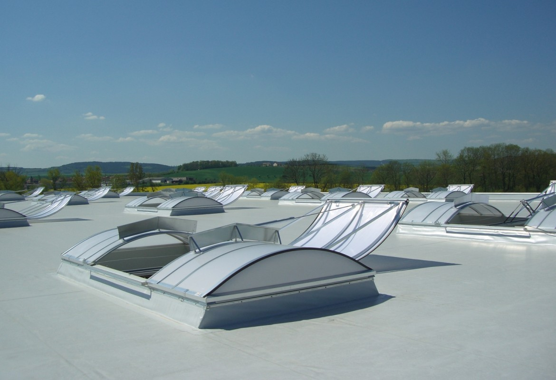 Henke Dachdecker für Bückeburg - Rauch- und Wärmeabzug bei Flachdächern