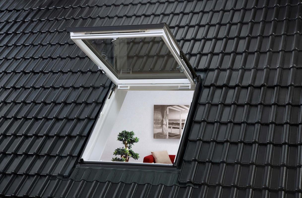 Henke Dachdecker für Stadthagen - Das Velux Wohn- und Ausstiegsfenster bietet einen komfortablen und sicheren Ausstieg auf das Dach sowie einen hervorragenden Wärmedämmwert.