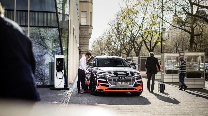 Henke Solartechnik für Bückeburg - SMA Solar Technology AG und Audi kooperieren zur Einbindung der E-Mobilität ins häusliche Energiemanagement
