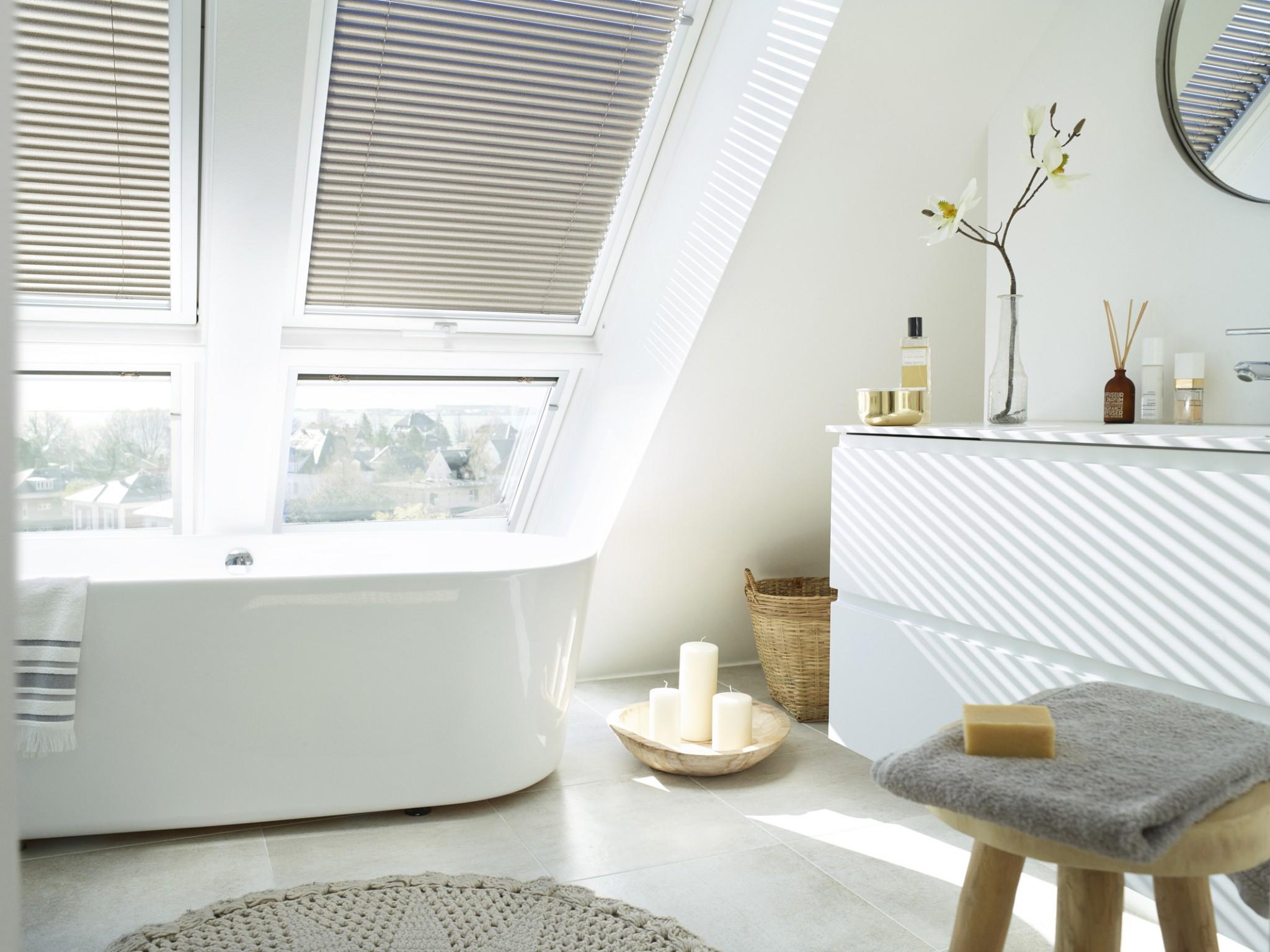 Henke Dachdecker für das Auetal - VELUX Dachfenster Kombination Badezimmer