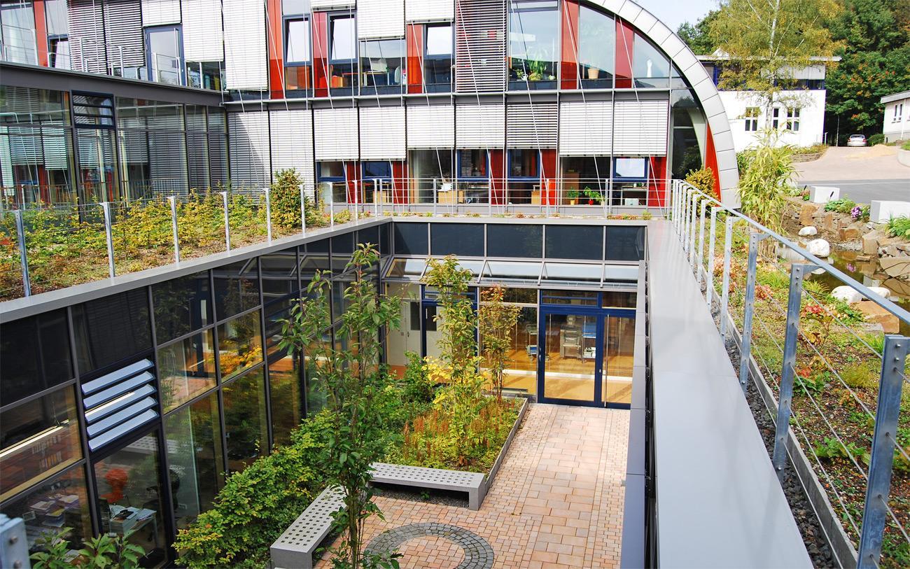 Henke Dachdecker für Minden - ZinCo intensive Dachbegrünung