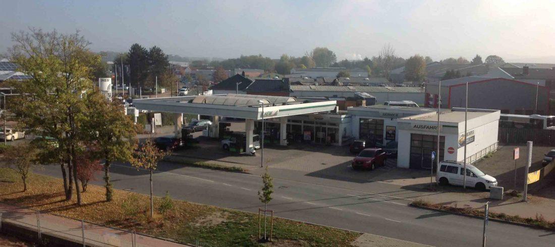 Henke Dachdecker für Schaumburg - Dachabdichtung auf einer Tankstelle in Bückeburg