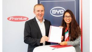 Henke Solartechnik für Rinteln - Der österreichische Spezialist für Energielösungen Fronius Solar Energy und das chinesische High-Tech Unternehmen BYD besiegeln ihre strategische Partnerschaft