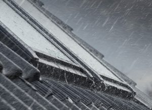 Henke Dachdeckerei | Zimmerei | Solartechnik für Stadthagen - VELUX Standardscheiben werden ab Mai 2020 mit einem Anti-Regen-Geräusch-Effekt geliefert