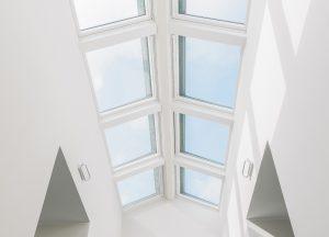 Henke Dachdeckerei | Zimmerei | Solartechnik für Stadthagen - VELUX Dachfenster Lichtlösung Überfirst