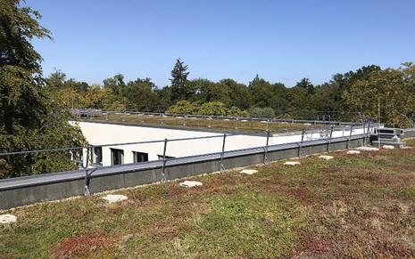 Henke Dachdeckerei | Zimmerei | Solartechnik - BauderSECUTEC Absturzsicherung für Flachdächer