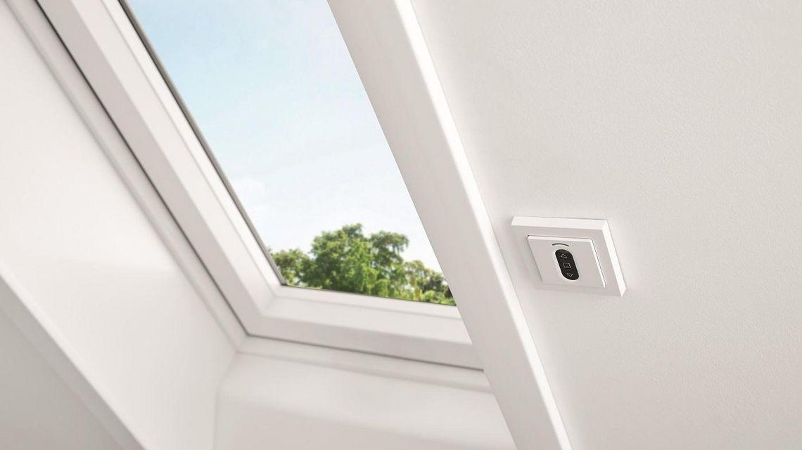 Henke Dachdeckerei | Zimmerei | Solartechnik für Stadthagen - Roto Designo i8 Comfort mit vereinfachter Bedienung