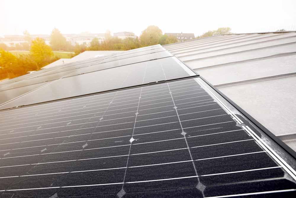 Henke Dachdeckerei | Zimmerei | Solartechnik für Stadthagen - Photovoltaik-Module von SOLARWATT erzielen gutes Ergebnis beim LeTID-Benchmark