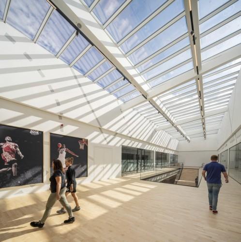 Henke Dachdecker | Zimmerei | Solartechnik für Stadthagen - VELUX gewinnt Red Dot Award mit Stufen-Lichtband