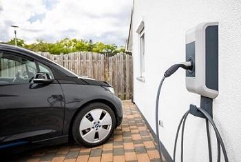 Henke Solartechnik für Schaumburg - Bundesweite Förderung privater Ladestationen