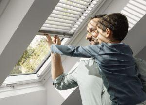 Henke Dachdecker | Zimmerei | Solartechnik für Bückeburg - VELUX Jalousie für Dachfenster